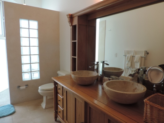 Amazing bathroom at Fountain