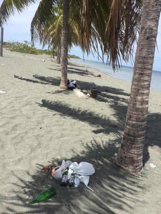 Garbage on Playa Salinas beach